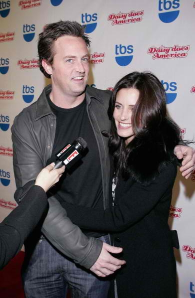 Matthew Perry Sides With Courtney Cox Against Jennifer ...