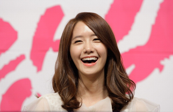 Lee seung gi and girls generations yoona confirmed to be dating