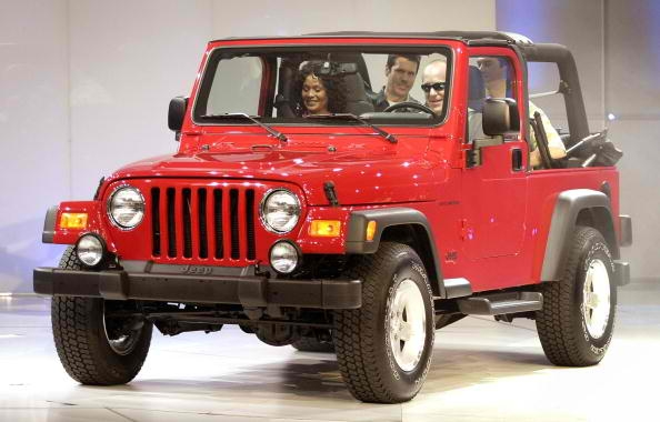 2016 Jeep Wrangler Unveiled Boasts Diesel Treatment And