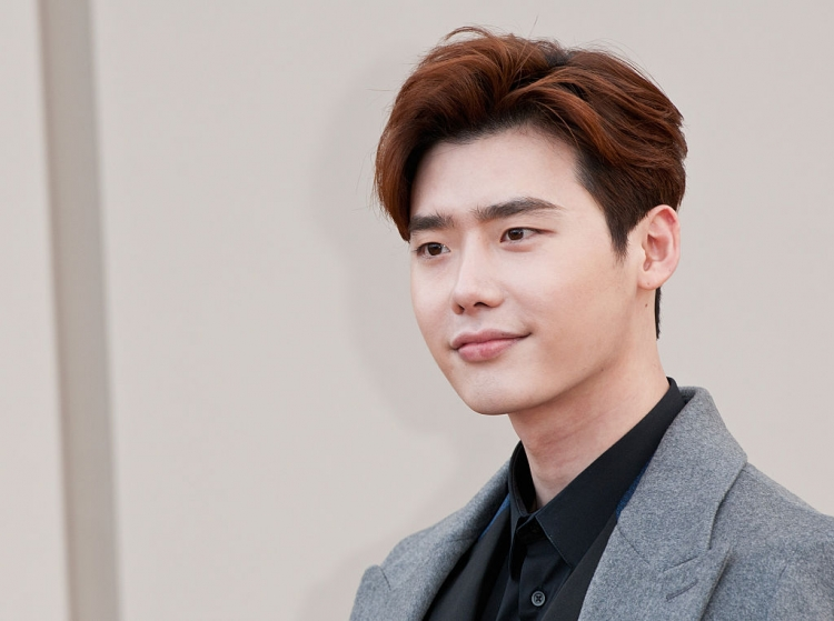 as-recently-revealed-lee-jong-suk-and-suzy-to-lead-new-drama-while-you-sleep.jpg?w=750