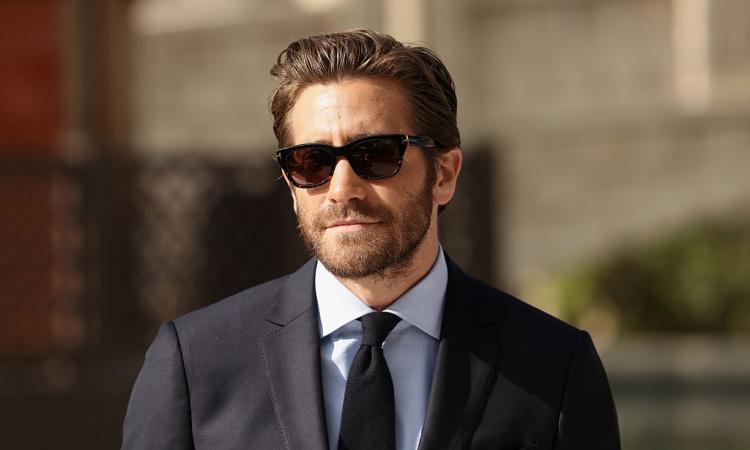 Dakota Johnson Dumps Jake Gyllenhaal Again Fifty Shades Of Grey