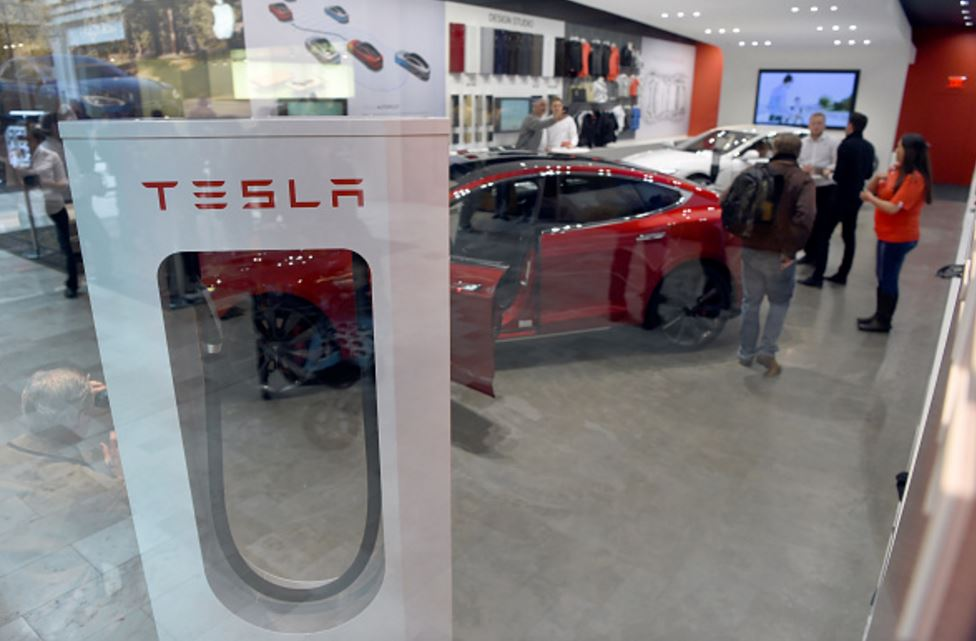 tesla finally gets rival in smart cars manufacturing new youtube video shows smaller simpler. Black Bedroom Furniture Sets. Home Design Ideas