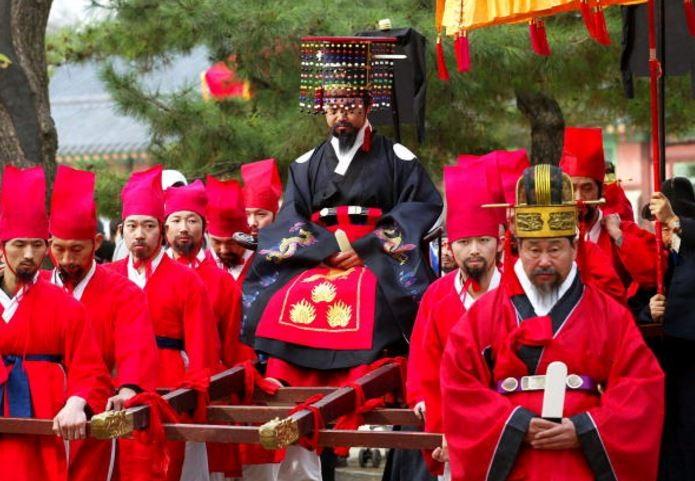 Seoul to Hold Historic Walking Tour Program : Korea