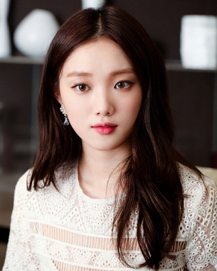 Lee Sung Kyung Talks About Her First Love : K-PEOPLE