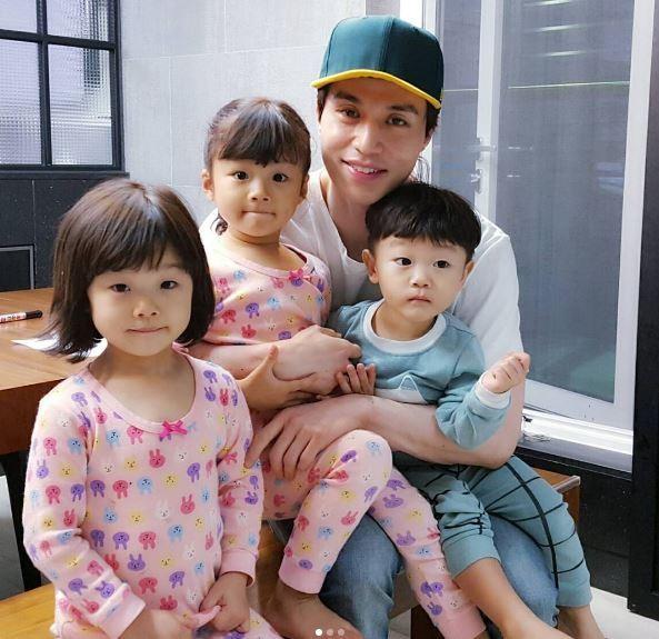The Return Of Superman S Daebak Copies Lee Dong Wook S