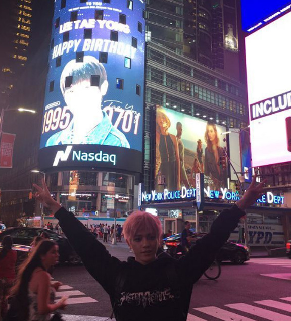 NCTzens Gift NCT 127 Taeyong With Giant Times Square