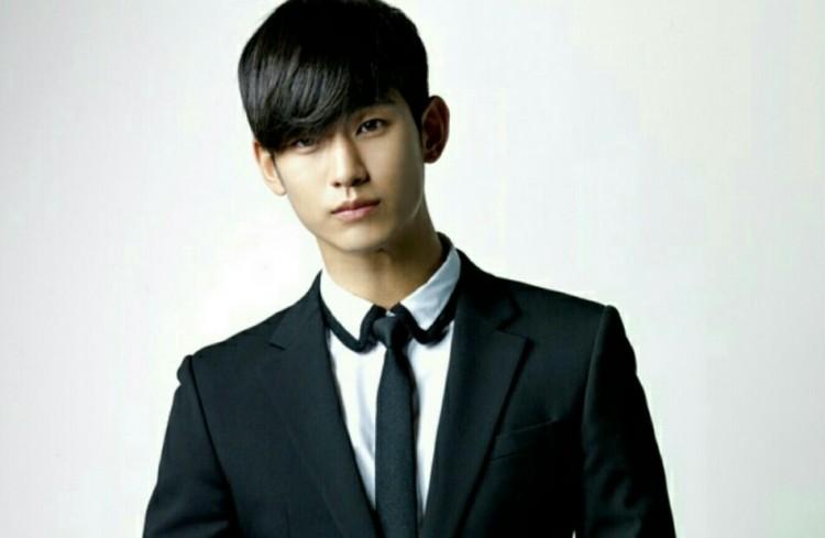 kim soo hyun dismisses negative reviews says he still loves his new