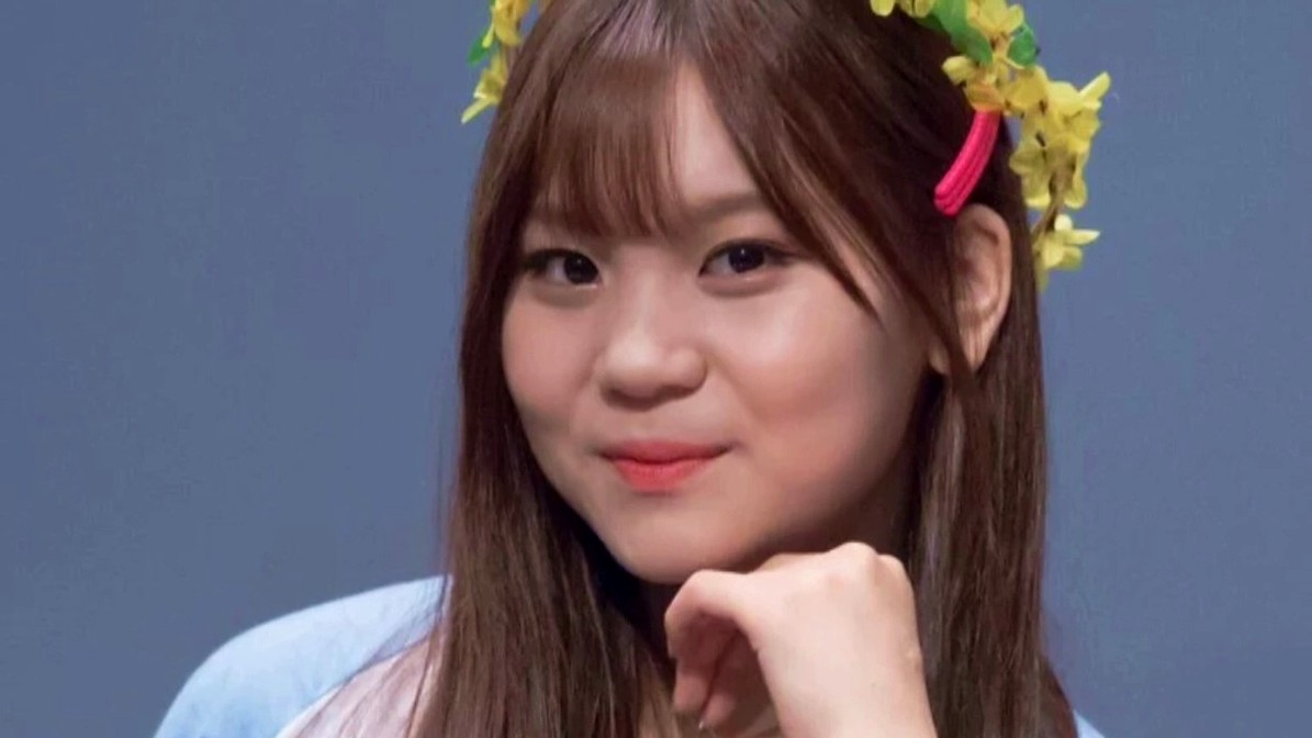 G-Friend's Umji Reveals Her Thinner Face in New Pics