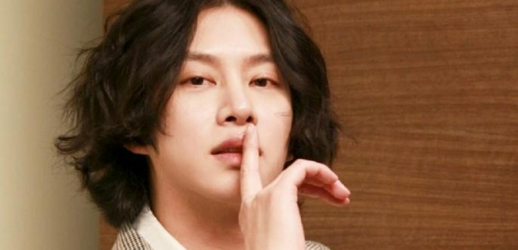 Super Junior's Heechul Teases Past Romance With A K-Pop Girl