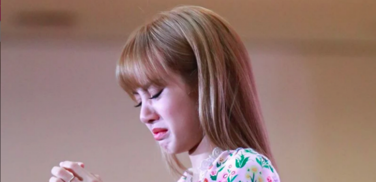 Blackpink S Lisa Cried During Fanmeet In Thailand What Happened