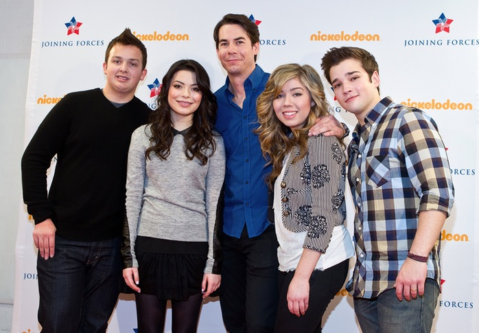 People tied on icarly but not