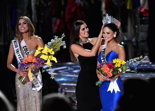 Pageant releases topless Miss Universe photos